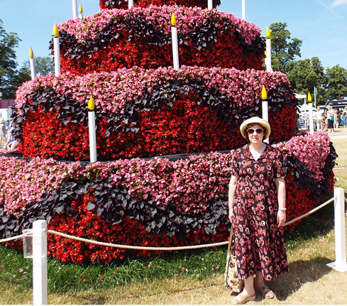 Michelle at Hampton court Palace Flower show small