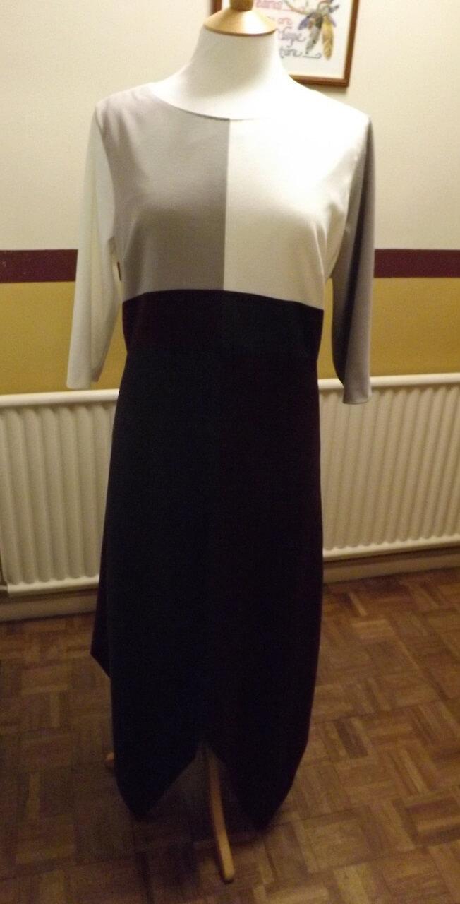 Ponti Roma Jersey dress small